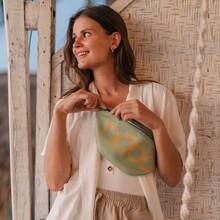 Odkryj niebanalny kolor i styl.  Saszetkę możesz wygodnie założyć na biorda lub nosić na ramionach- wybór należy do Ciebie.   Nerka została wykonana ze skóry ekologicznej o ziarnistej fakturze. Rozwiej nudę dobierając dodatek do casualowych, dresowych spodni albo zwiewnych sukienek. 👗👖  👜 Model saszetki ze zdjęcia: NBAG-K1270-C008  Discover original color and style. You can comfortably put the sachet on your bord or wear it on your shoulders - the choice is yours.  The kidney is made of ecological leather with a granular texture. Eliminate boredom by choosing an accessory for casual, sweatpants or airy dresses. 👗👖  👜 Model from the photo: NBAG-K1270-C008  #dobreNOBOłódzkie #bags #nobobags  #nobogirls #girls #kobieta #forwoman #woman #style #look #autumn #casual #modern #saszetka #small #fashion #moda #model #instagood #instadaily #instafashion #city #picoftheday #akcesoria #zakupy #shopping #shoponline